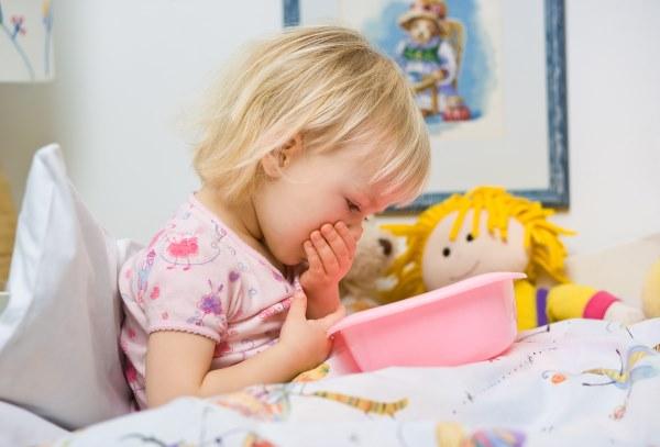 Что делать при рвоте у ребенка. Как помочь при рвоте, новорожденному, детям постарше. Медикаменты, народные средства, диета