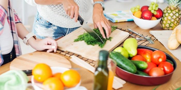 Питание кормящей мамы по месяцам - подробная таблица, меню диеты, разрешенные продукты