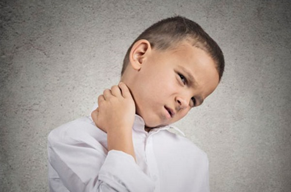 боль в шее у ребенка