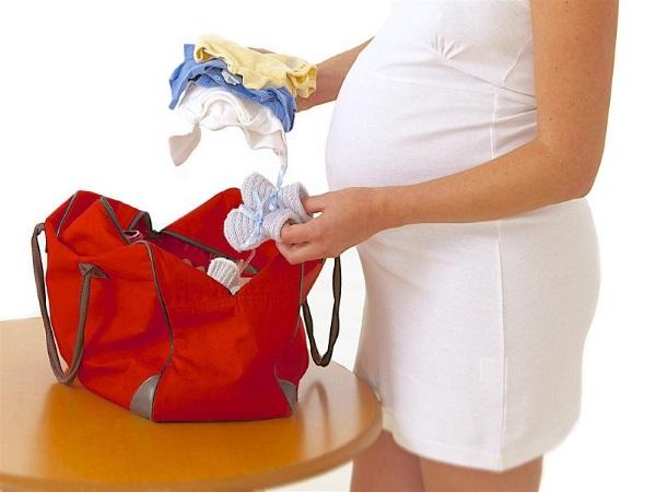 Предвестники родов у первородящих. Как начинаются, сколько длятся, когда ехать в роддом. Симптомы и признаки в конце беременности