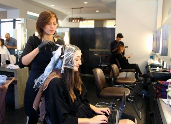 парикмахер, покраска волос