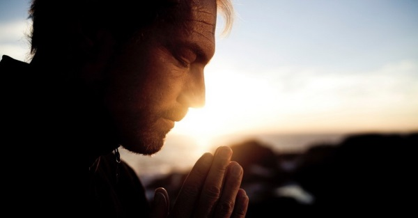 Кто может быть крестными родителями для мальчиков, девочек по церковным правилам, обязанности и подарки
