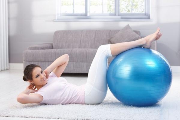 Упражнения с гимнастическим мячом для спины, похудения, при грыже позвоночника. Как выбрать диаметр, по размеру, росту