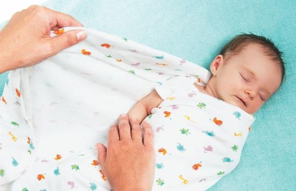 Как пеленать новорожденного правильно: летом в жару, с головой, ручками. Видео пошагово, советы педиатров