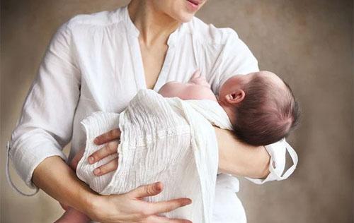 Как отучить ребенка от рук, спать с мамой, укачивания. Советы психологов и педиатров