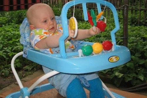 Развитие ребенка в 7 месяцев мальчик, девочка. Что должен уметь, этапы, нормы, стадии. Физическое, эмоциональное, речевое, психомоторное, социальное, психическое