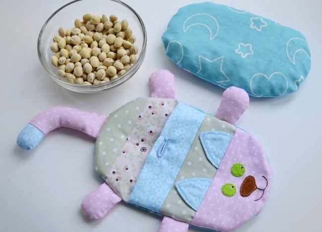 Грелка для новорожденного от коликов. Солевая, с вишневыми косточками, гелевая, пояс. Цены, инструкция по применению