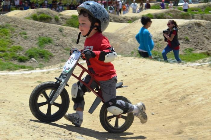 Беговел для детей. Какой купить: самокат, велосипед, мотоцикл, трансформер. Польза для ребенка, обзор брендов