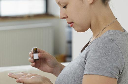 Головные боли при беременности на ранних сроках, во втором-третьем триместре. Причины, лечение