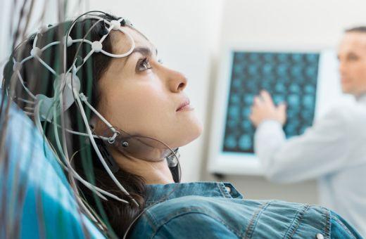 Что делать, если болит голова при беременности на ранних, поздних сроках. Причины, как избавиться