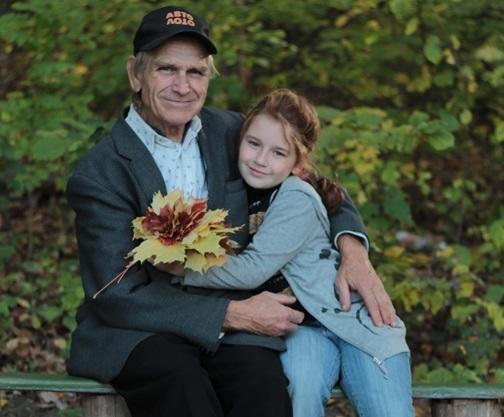 Стихи про дедушку от внучки, внука, на 23 февраля, День рождения, трогательный до слез, смешные, со смыслом