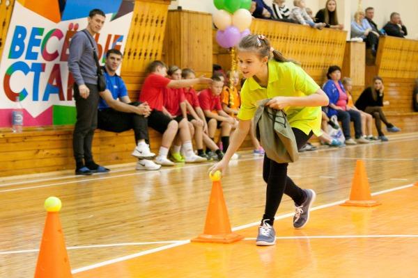 Кричалки для команд поддержки на веселые старты, конкурсе танцев для девочек, по футболу, КВН, прочие