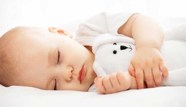 Как правильно кормить новорожденного из бутылочки, чтобы не захлебывался, не срыгивал, позы