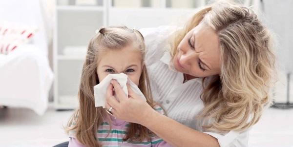 Как промыть нос ребенку при насморке физраствором. Рецепты в домашних условиях
