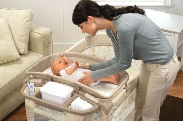 Массаж от коликов у новорожденных. Как делать, видео, упражнения на фитболе. Советы врачей