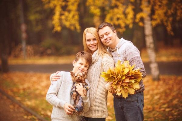 Семейные фотографии с детьми. Фото, идеи дома, в студии, на природе, море