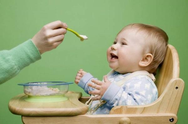 Зарядка для новорожденных до месяца, 2-3, массаж от коликов. Когда начинать, как делать