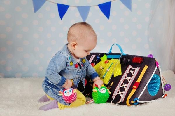 Доски для детей с замками и розетками своими руками. Фото, как сделать развивающий бизиборд