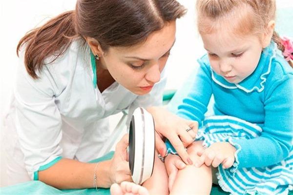 Сыпь по всему телу у ребёнка без температуры и с ней, не чешется, что это, лечение