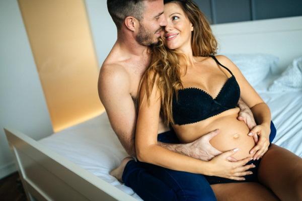 22 неделя беременности. Фото живота с мальчиком и девочкой, отличия, развитие, размер плода