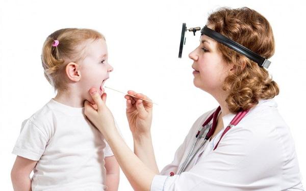 Белый налет на языке у детей. Причины, как лечить при простуде, температуре, до года