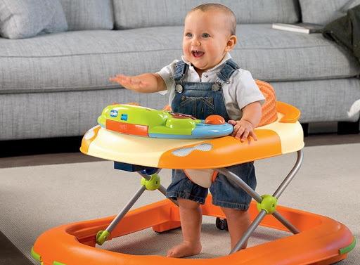 Ходунки для детей от 4-5-6-7-8 месяцев. С какого возраста можно использовать, польза, вред, какие лучше