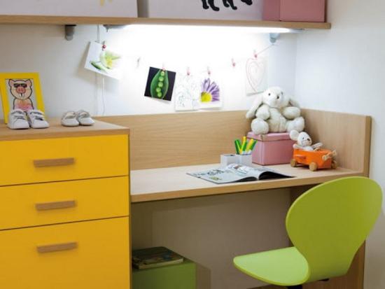 Как выбрать стол для первоклассника, ребенка 6-7 лет для дома